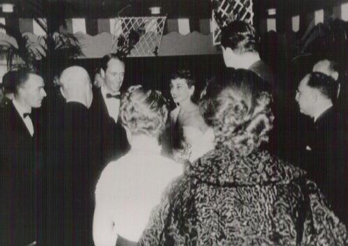 Audrey Hepburn y Mel Ferrer en la inauguración