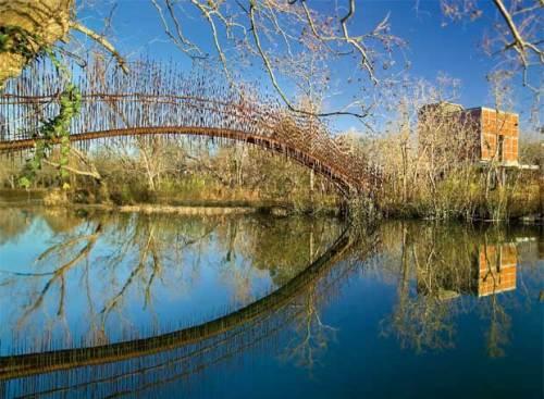 Puente peatonal en Austin, de Miró y Rivera. (El País)